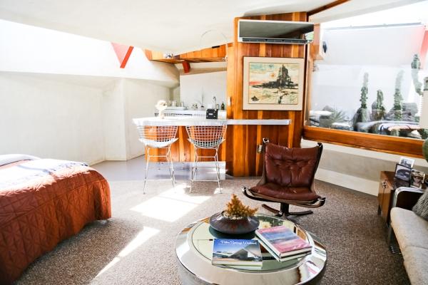 Groovy-kitchenette-of-room-3-at-Hotel-Lautner-2