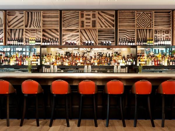 Bar in Generator Hotel